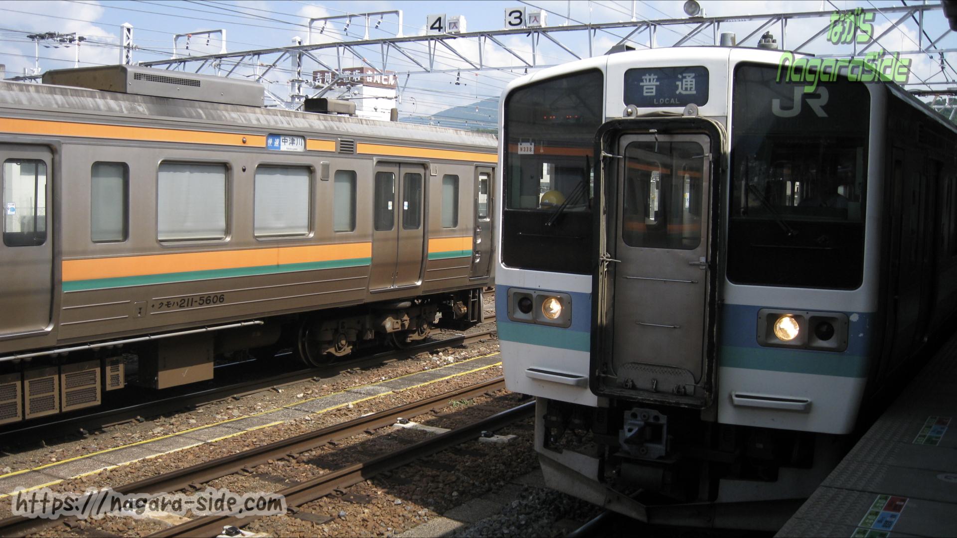 中津川駅に乗り入れるJR東日本211系