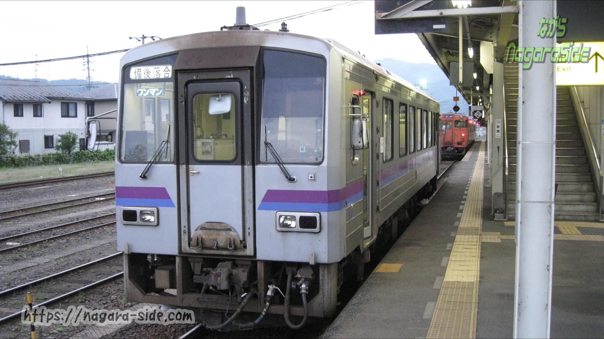 三次駅 キハ120形とキハ40
