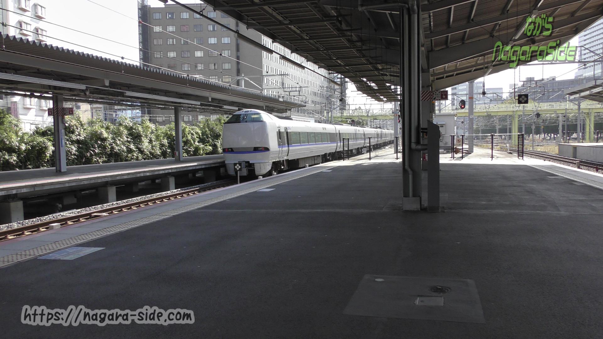 新大阪駅を出発する上りサンダーバード