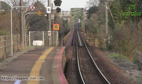 木曽川沿岸に位置する美濃川合駅