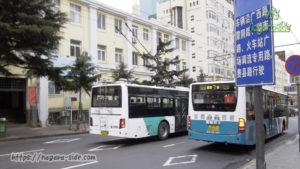 青島市内を走るトロリーバス