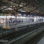 12両編成サンダーバードが停車する福井駅