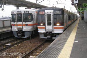 春田駅で列車交換する快速みえ