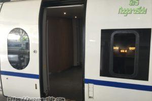 中国の高速鉄道の外開きドア