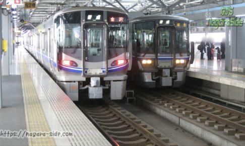福井駅に停車している521系