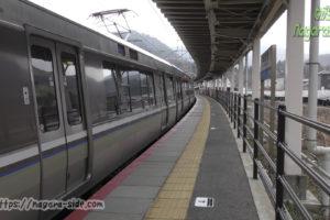 新疋田駅に停車する新快速