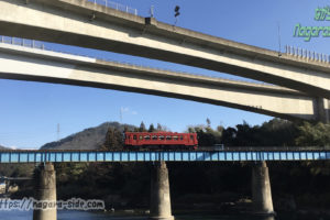 第一長良川橋梁を走る「ながら」