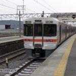 関ヶ原駅で待機する始発列車