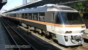 名古屋駅で停車する「ひだ」