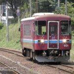 関駅に入線する列車