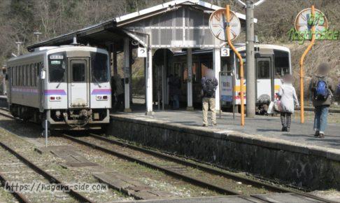 備後落合駅にて接続を行う