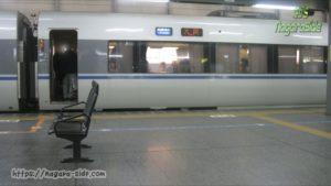 福井駅に停車するサンダーバード
