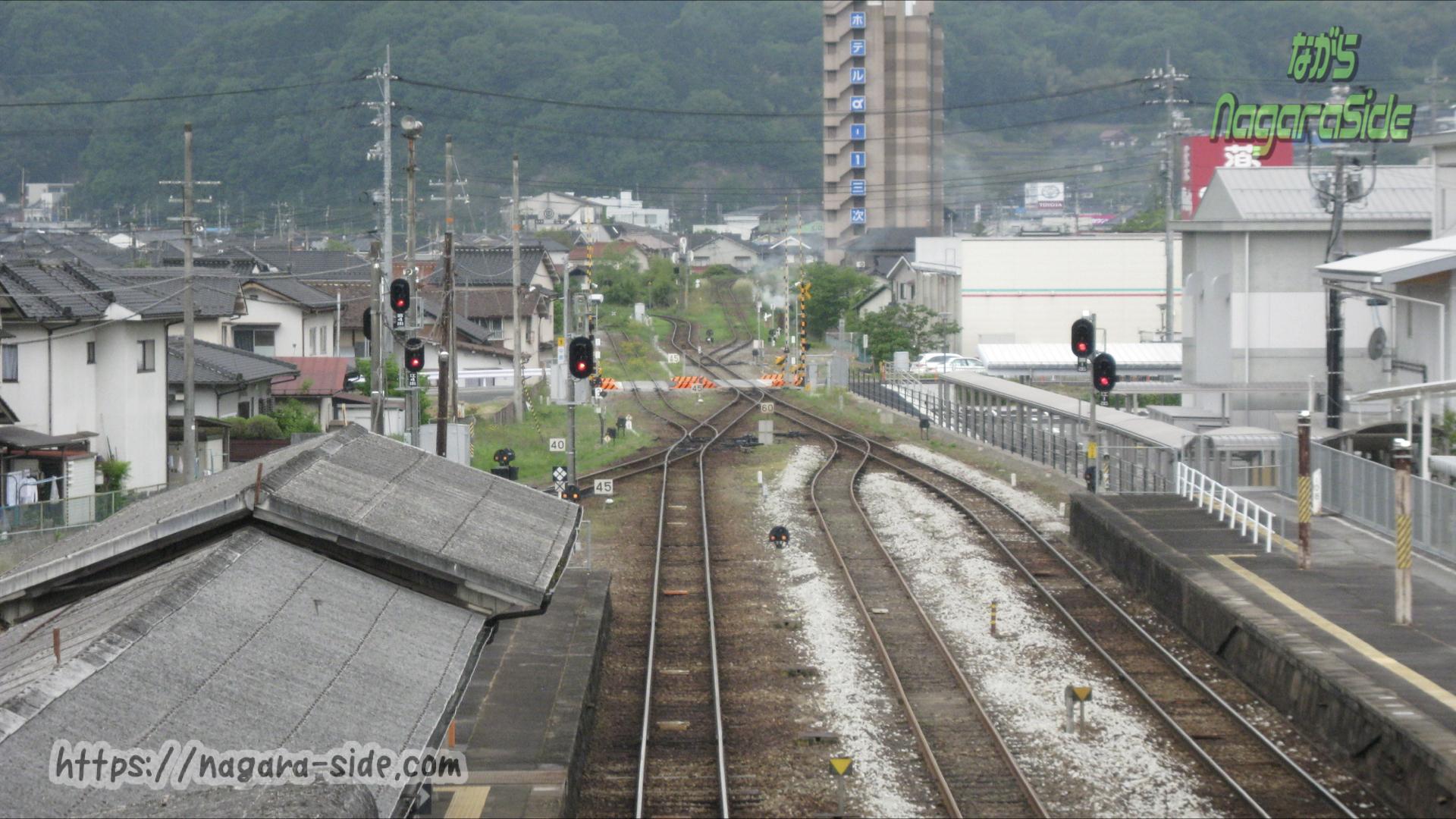 三次駅から望む芸備線と三江線の分岐点