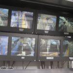 岡山駅新幹線下りホームにある車掌用モニタ
