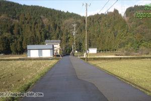 一乗谷駅への道路。何もない。