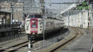 岡山駅の引き上げ線で待機する「やくも」