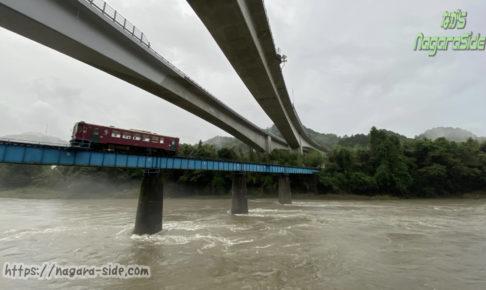 長良川第一橋梁を渡る列車