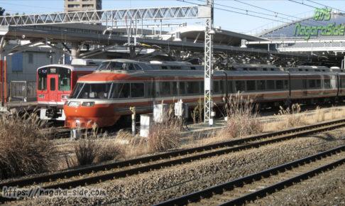 小田原駅に停車する特急はこね