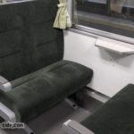キハ120形のボックス席