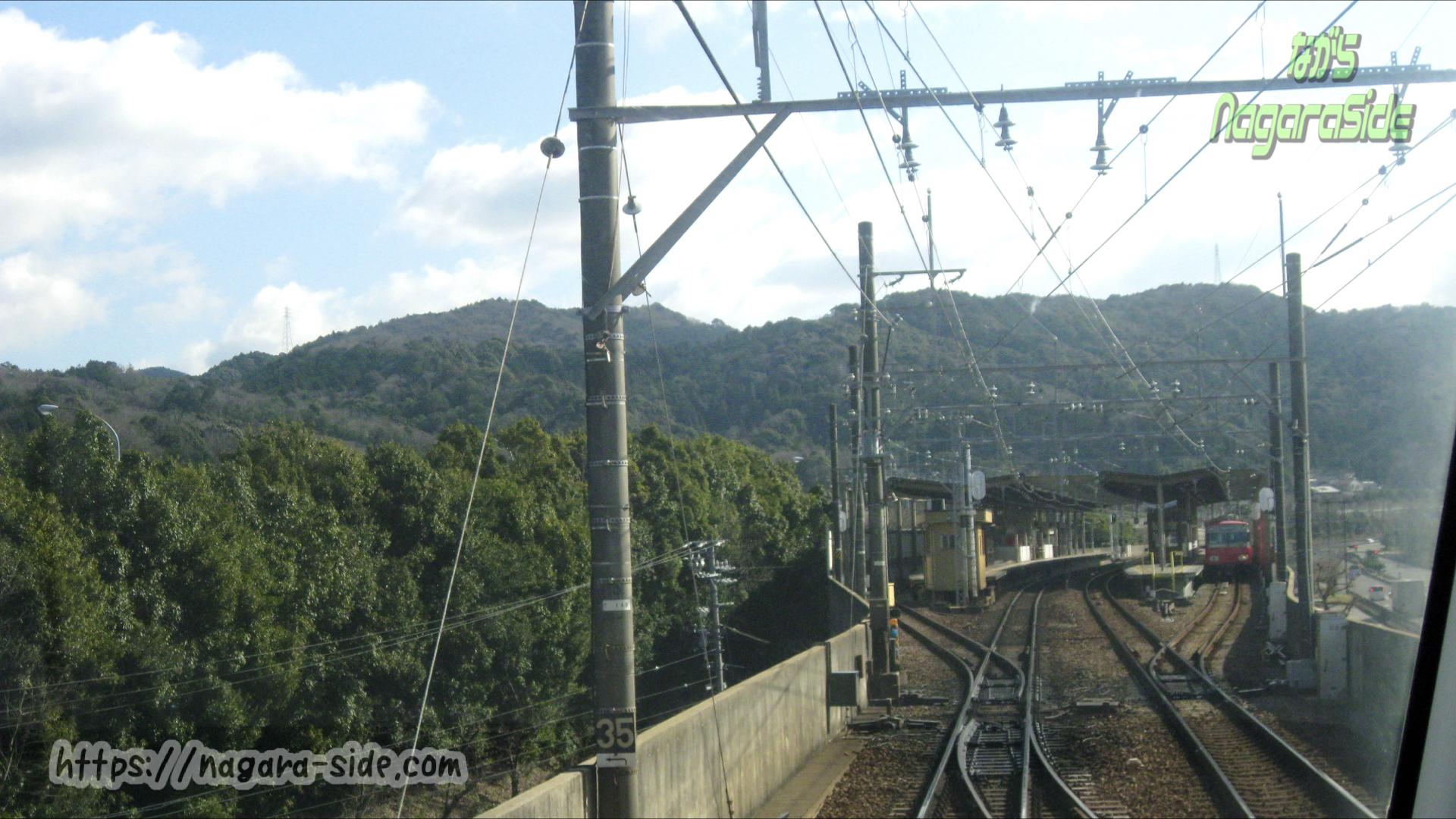 東名高速道路に近い本宿駅
