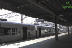 京都駅30番のりばに停車する「はるか」