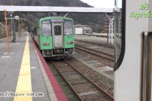 猪谷駅で縦列停車する普通列車たち