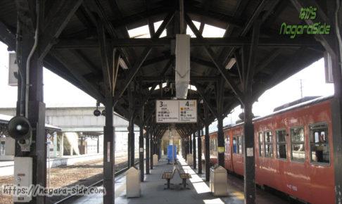 津山駅のホーム屋根とキハ47