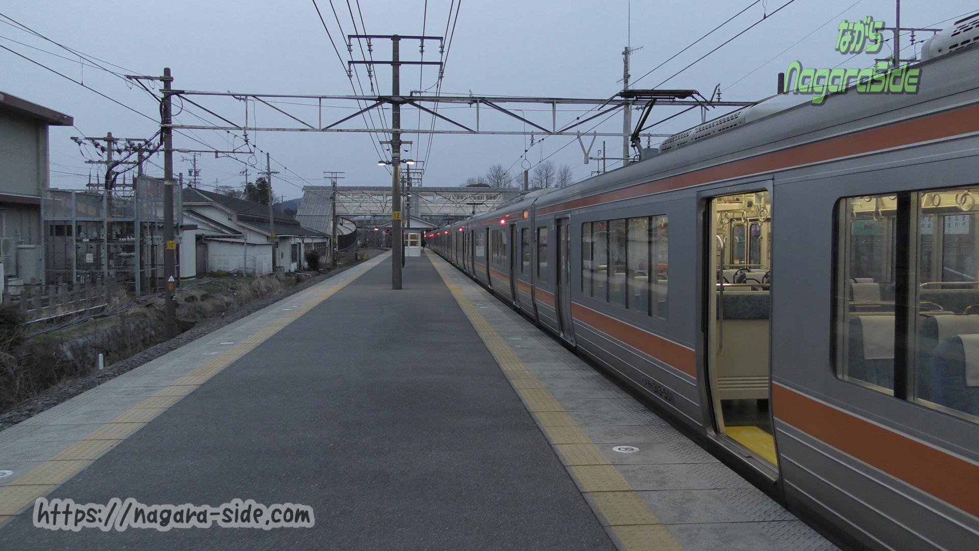 関ケ原駅のホーム 東海道本線だが垂井線