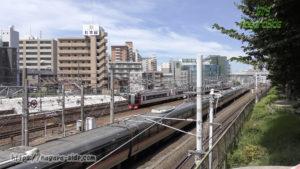 金山駅付近の3複線