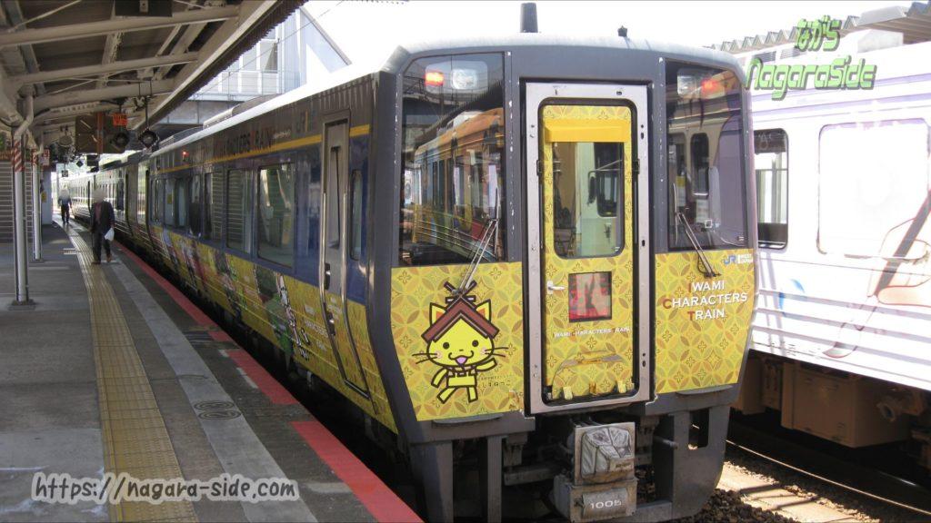 新山口駅で出発を待つキハ187系スーパーおき