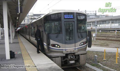 米原駅で分割作業をする近江塩津行き新快速