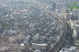 岐阜シティ・タワー43の展望室から望む東海道本線