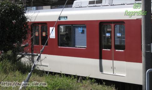 王子駅に停車する生駒線の近鉄列車