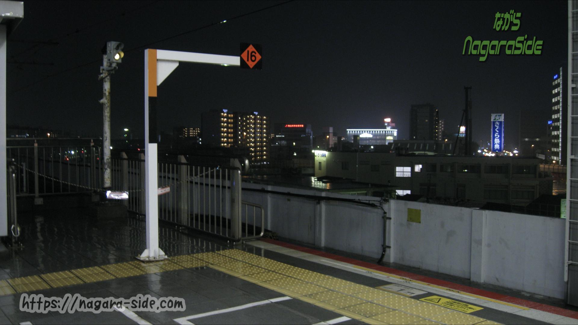 岡山駅新幹線上りホーム博多側にある停止位置目標