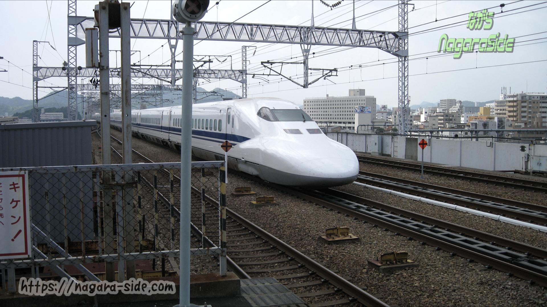 姫路駅を通過する700系新幹線のぞみ運用