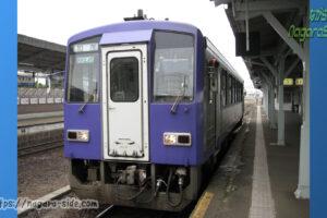伊賀上野駅で時間調整する加茂行き普通列車