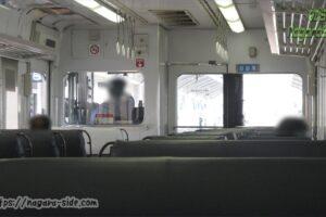 高松駅を発車する予讃線を走る6000系電車