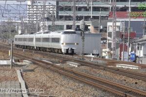 東海道本線を走る「こうのとり」前方3両はくろしお編成
