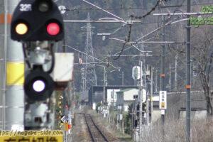 播但線寺前駅にある架線終端標識