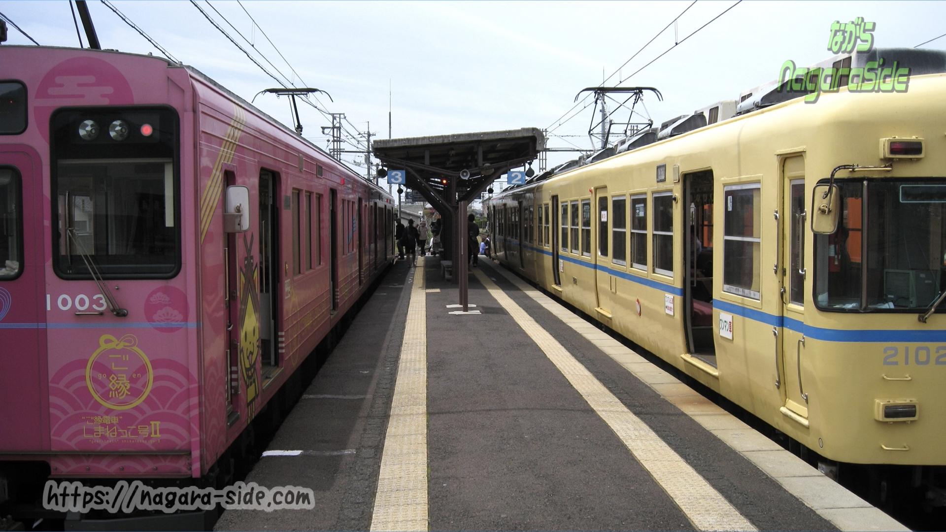 川跡駅で接続を図る列車たち