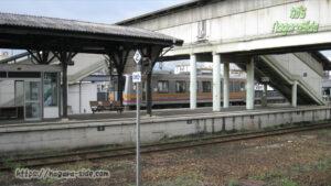 津山駅に入線するキハ120形気動車