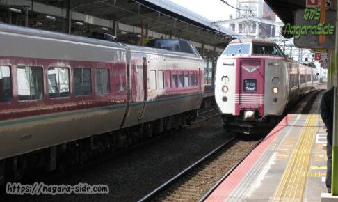 松江駅で行き違いをする「やくも」
