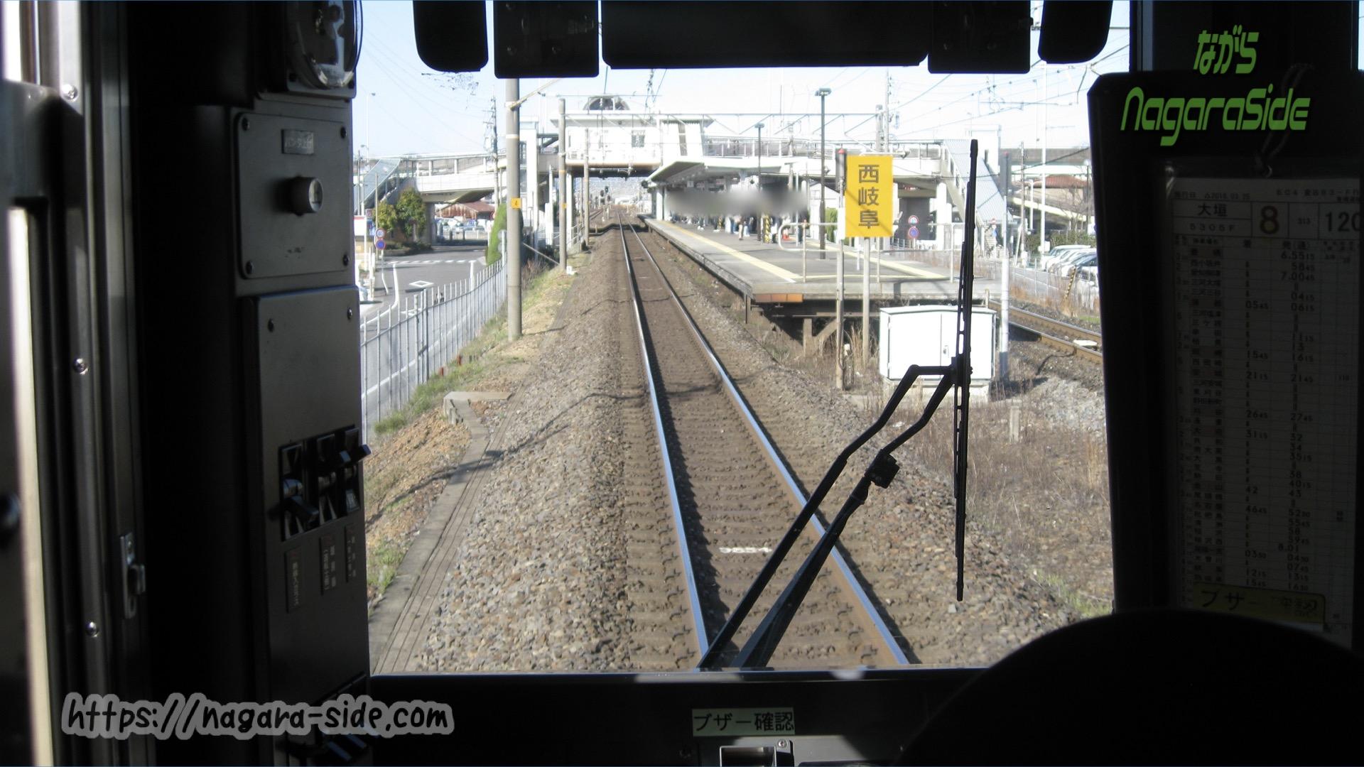西岐阜駅に入線する特別快速