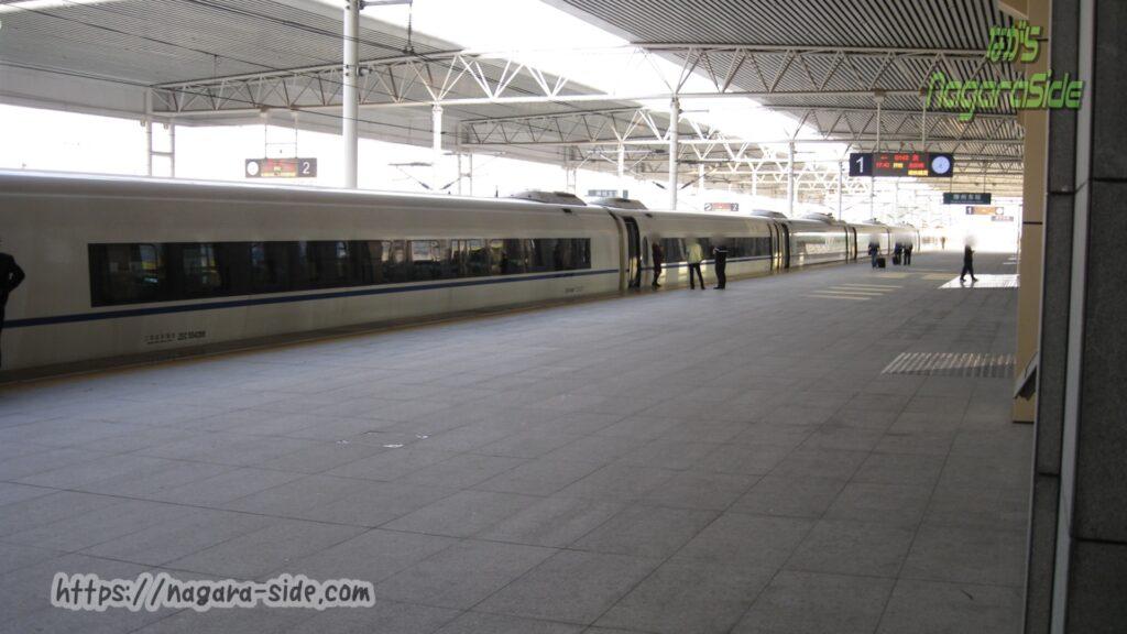 中国高鉄では停車時間が喫煙タイム