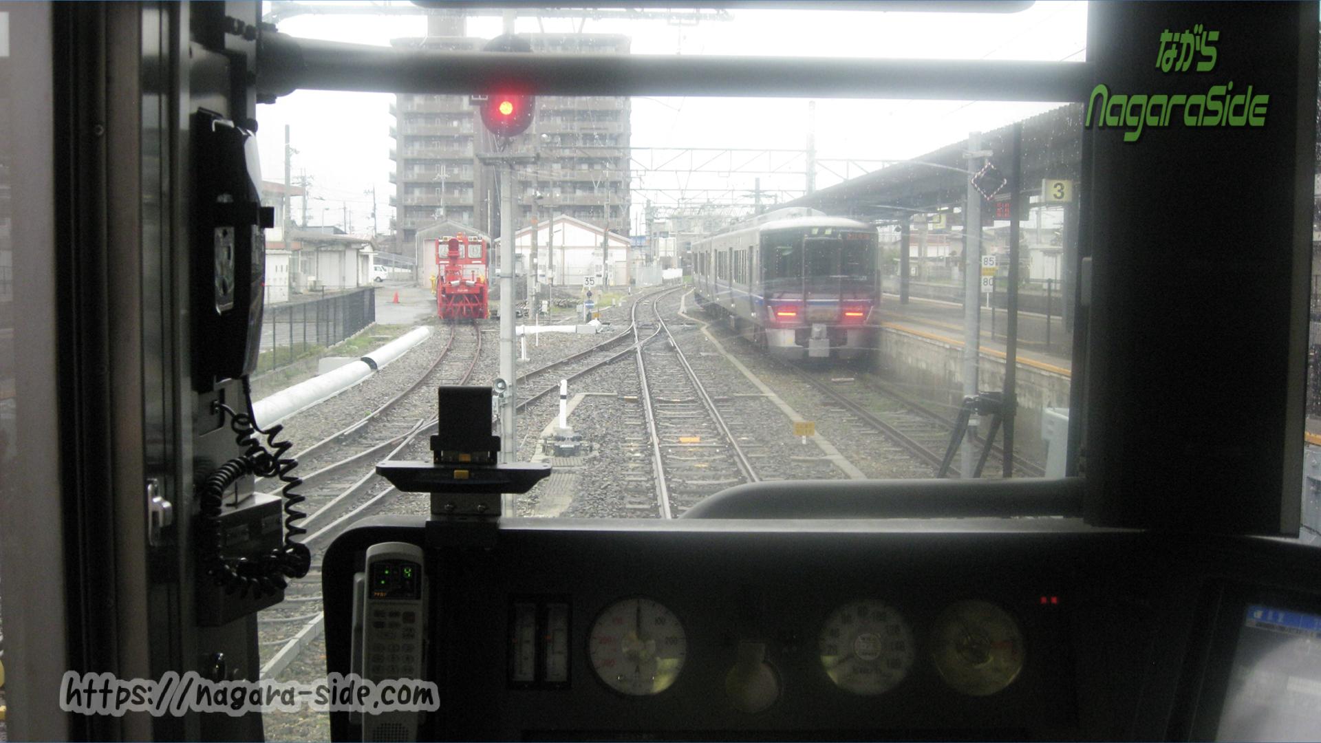 長浜駅で待機する512系