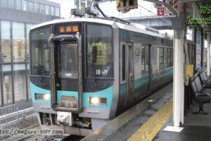 敦賀駅で待機する小浜線125系