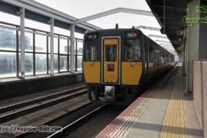 鳥取駅で発車を待つキハ187系スーパーまつかぜ