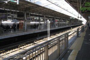 新大阪駅20番線のホーム柵