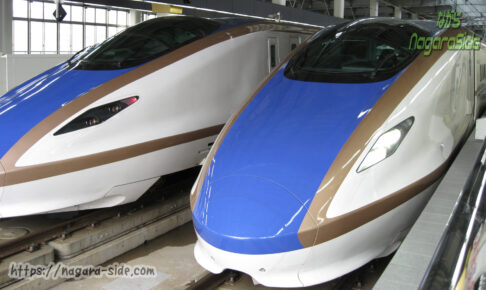 金沢駅で発車を待つ「つるぎ」