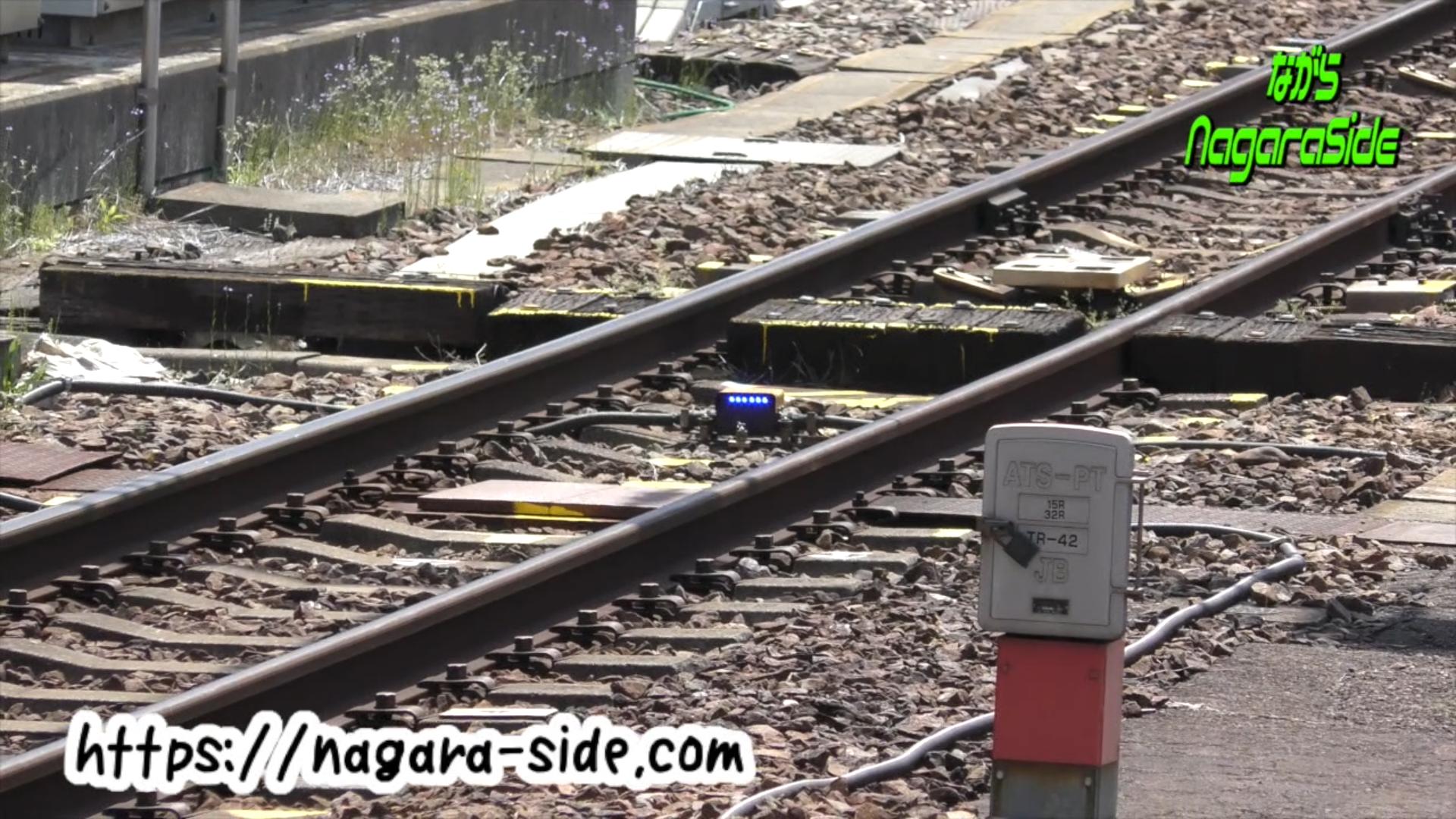 名古屋駅の線路に設置してある作業員用LED
